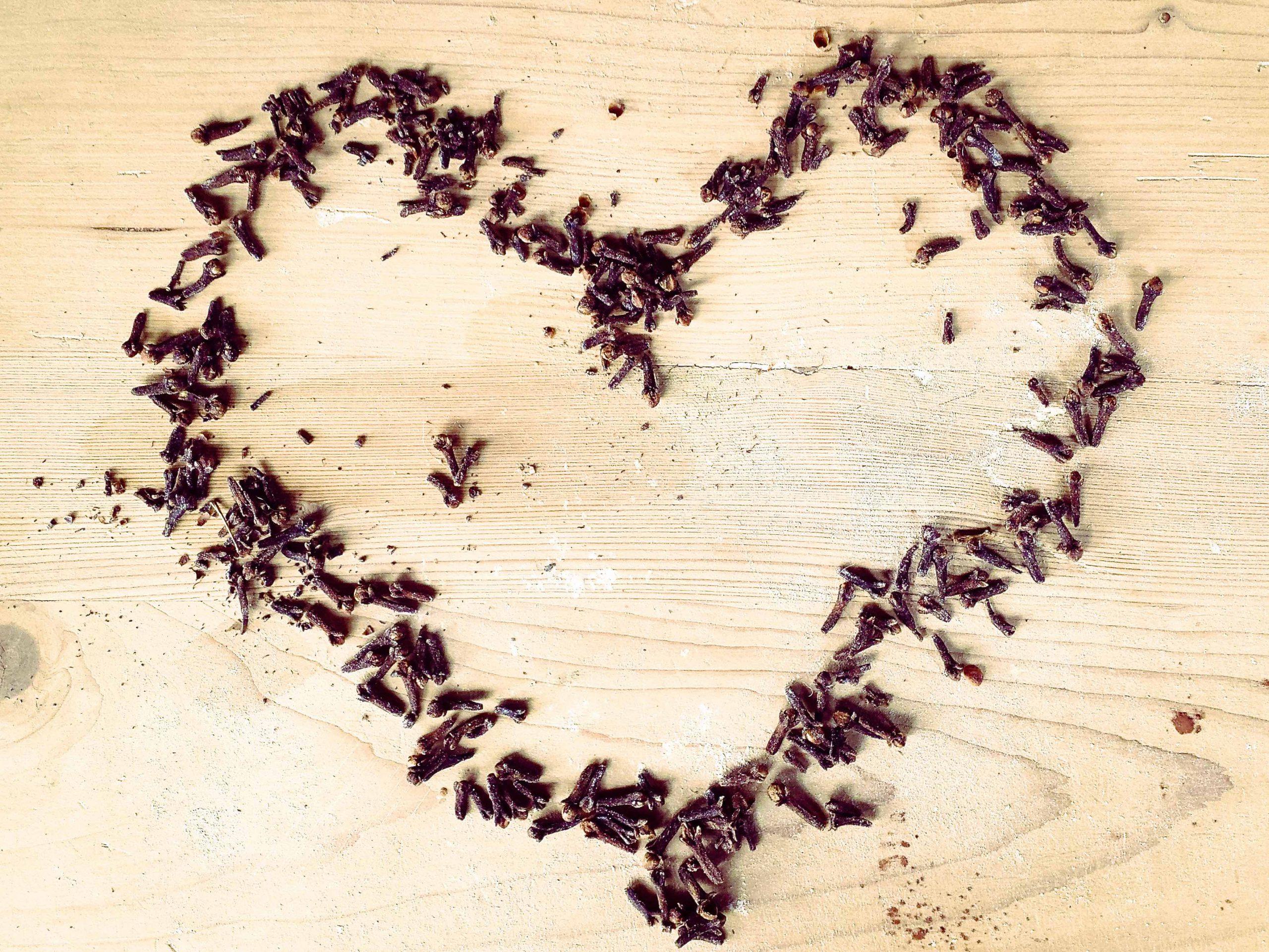 Herz aus Gewürznelken