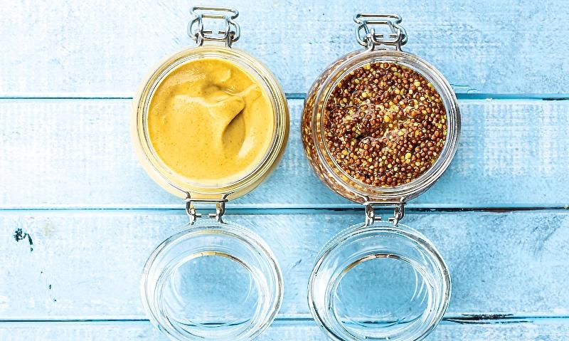 Gelber Senf und Vollkornsenf.
