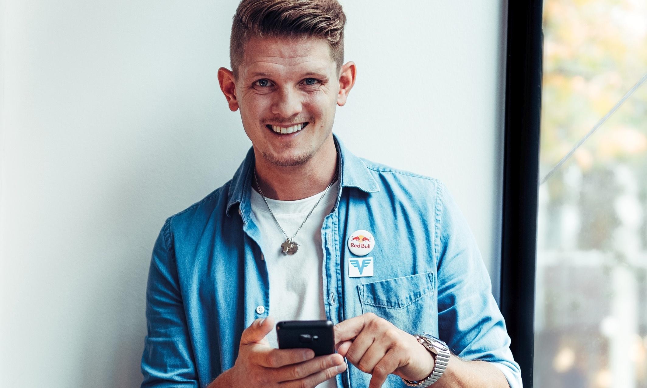 Thomas Morgenstern mit Handy