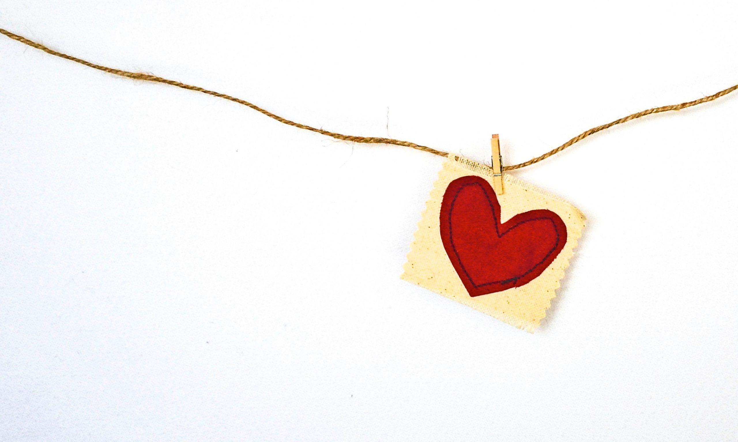 Stickerei mit Herzmotiv