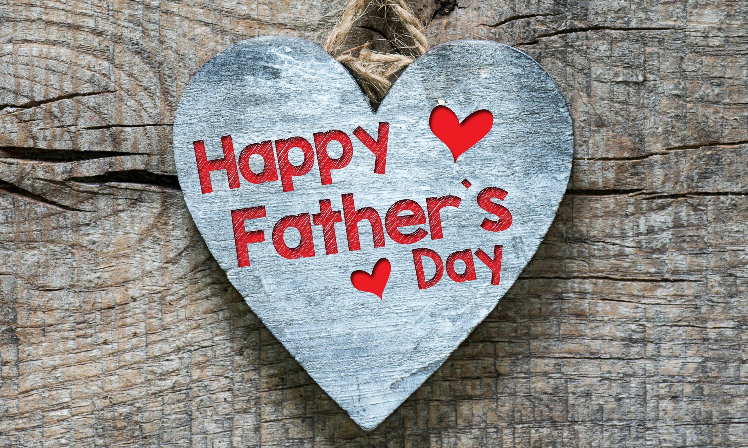 Glückliche Vatertagsbotschaft in einem Herz